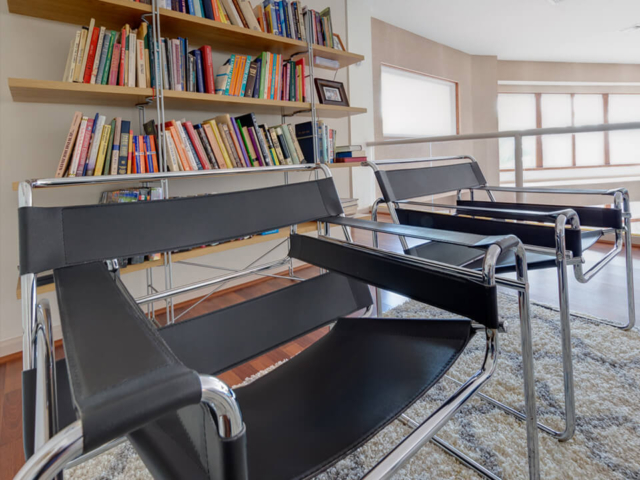 Image of Comfortable area for reading at Tikvah Lake Recovery
