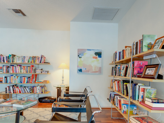 Image of Reading area inside Tikvah Lake Recovery Center
